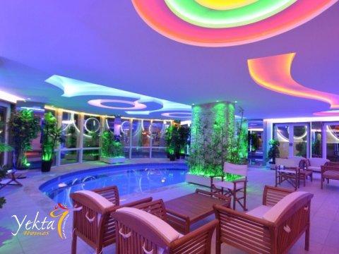 Фотография закрытого бассейна в Yekta Queen Residence
