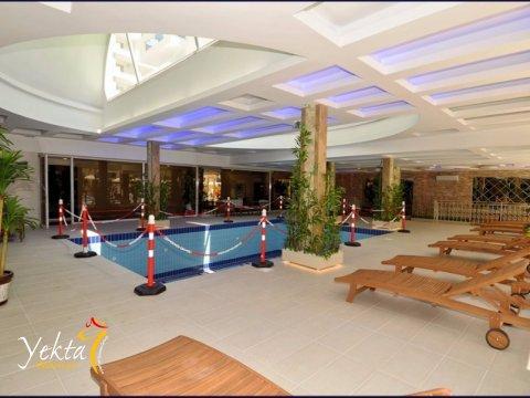 Фотография крытого бассейна Yekta Towers Residence