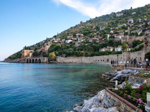 Хочу купить недвижимость в Турции у моря недорого. Какой регион считается наиболее дешевым с точки зрения цен на жилье?